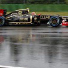 Romain Grosjean conduce sobre la pista mojada de Hockenheim