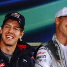 Complicidad entre Sebastian Vettel y Michael Schumacher