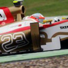 Narain Karthikeyan rueda en el Gran Premio de Alemania