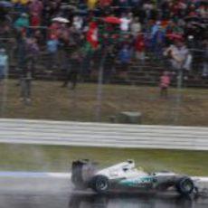 La lluvia recibe a Nico Rosberg en su país