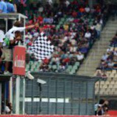 Bandera a cuadros para Fernando Alonso en el GP de Alemania 2012