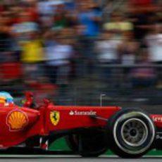 Fernando Alonso celebra en el F2012 su victoria de Alemania