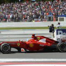 Fernando Alonso sale de una curva en Hockenheim