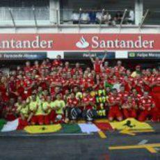 Los de Maranello celebran la victoria de Alonso en Hockenheim