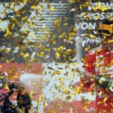 Miles de papelillos dorados en el podio del GP de Alemania 2012