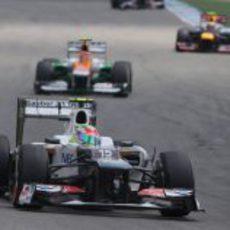 Sergio Pérez trata de ganar posiciones en la carrera de Hockenheim