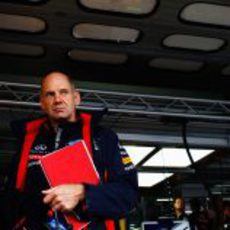 Adrian Newey y su libreta roja en Alemania 2012
