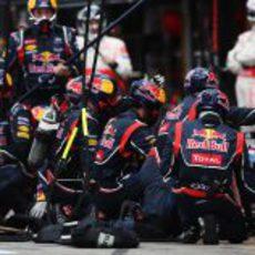 Mark Webber realiza una parada en el GP de Alemania