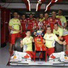 Los mecánicos de Fernando Alonso celebran la victoria en Alemania