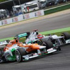 Nico Hülkenberg y Michael Schumacher rueda a rueda en Hockenheim