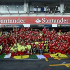 """Ferrari celebra su victoria en Alemania """"a lo Balotelli"""""""