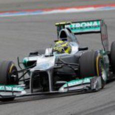Nico Rosberg rueda en el Gran Premio de casa
