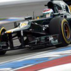 Vitaly Petrov pilota el CT01 en la clasificación del GP de Alemania 2012