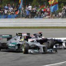 Nico Rosberg pelea con Pastor Maldonado en Alemania