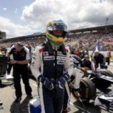 Bruno Senna espera el momento de la salida