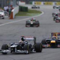 Mark Webber presiona a Pastor Maldonado