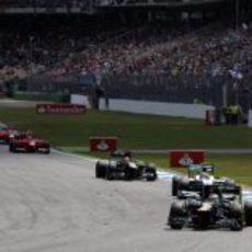 Vitaly Petrov, por delante de Nico Rosberg y Heikki Kovalainen