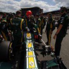 Heikki Kovalainen se sube al Caterham CT01