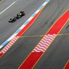 Vitaly Petrov superó a Bruno Senna en meta