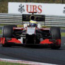 Plano frontal del HRT de Pedro de la Rosa durante el GP de Hungria 2012