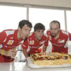 Fernando Alonso sopla las velas en Hungría por su 31 cumpleaños