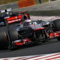 Jenson Button no pudo terminar en el podio en Hungría