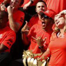 Lewis Hamilton celebra a su manera la victoria de Hungria