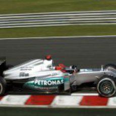 Michael Schumacher pilota su Mercedes en Hungría