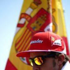 Fernando Alonso concentrado antes de la carrera de Hungría