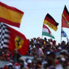La afición llenó de banderas las gradas del Hungaroring