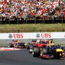 Sebastian Vettel lidera el grupo perseguidor