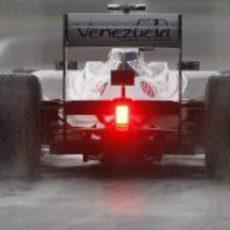 Bruno Senna rueda sobre el asfalto mojado de Hungaroring