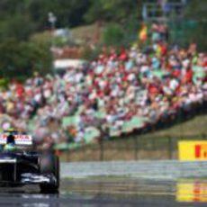 Bruno Senna rueda con el FW34 en los entrenamientos