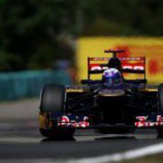 Daniel Ricciardo llega a una curva en Hungaroring