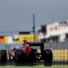 Daniel Ricciardo llega a la recta principal de Hungaroring