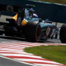 Vitaly Petrov rueda en los terceros entrenamientos en Hungría