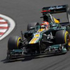 Heikki Kovalainen sale de una curva en Hungaroring