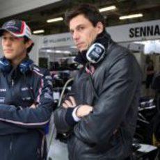 Bruno Senna junto a Toto Wolff