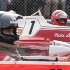 James Hunt y Niki Lauda antes de una salida, en la película 'Rush'.