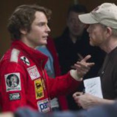 Daniel Brühl habla con el director Ron Howard