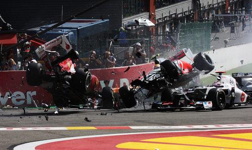 """Alonso y Hamilton """"vuelan"""" en la salida del GP de Bélgica 2012"""