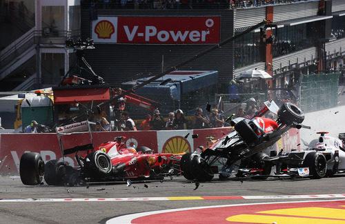 """Lewis Hamilton """"volando"""" en la salida del GP de Bélgica 2012"""