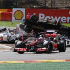 "Romain Grosjean ""volando"" en la salida del GP de Bélgica 2012"