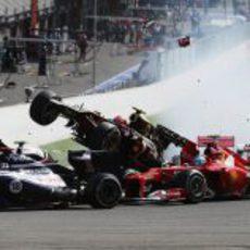 Romain Grosjean hace 'strike' en la primera curva de Spa 2012
