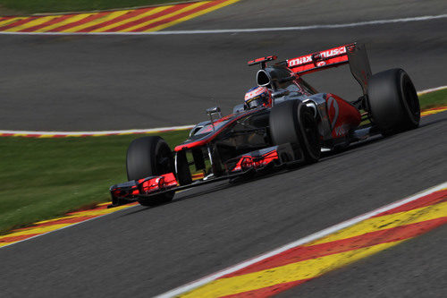 Jenson Button conduce hacia la victoria en Spa