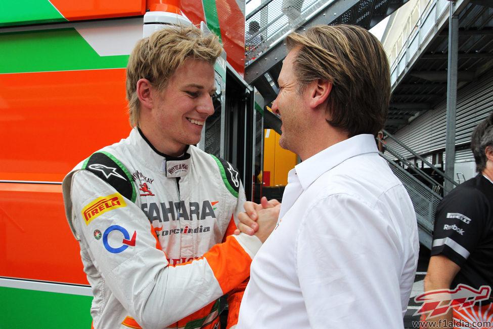 Michiel Mol felicita a Nico Hülkenberg