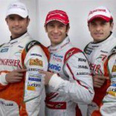 Liuzzi, Trulli y Fisichella posan ante las cámaras