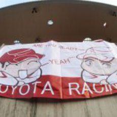 Pancarta a favor de Toyota