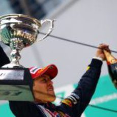 Vettel luce su trofeo
