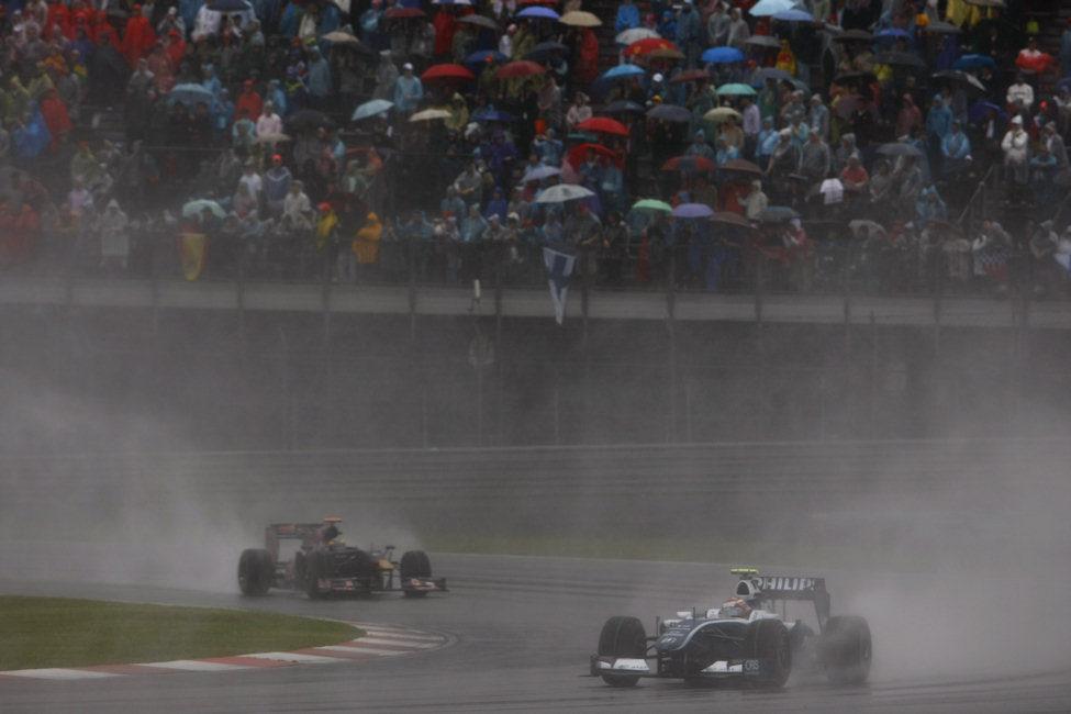 Nakajima rueda por delante de Bourdais